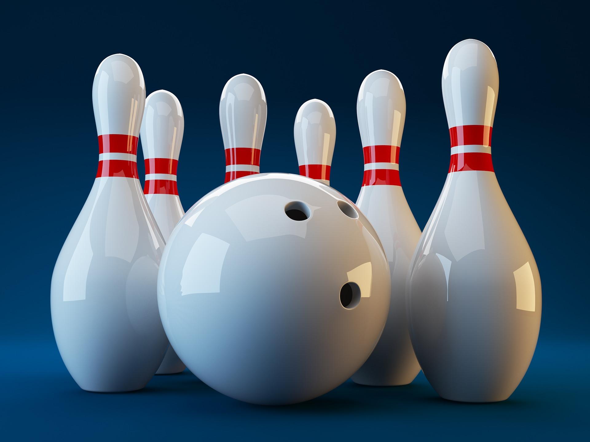 Pins met bowlingbal